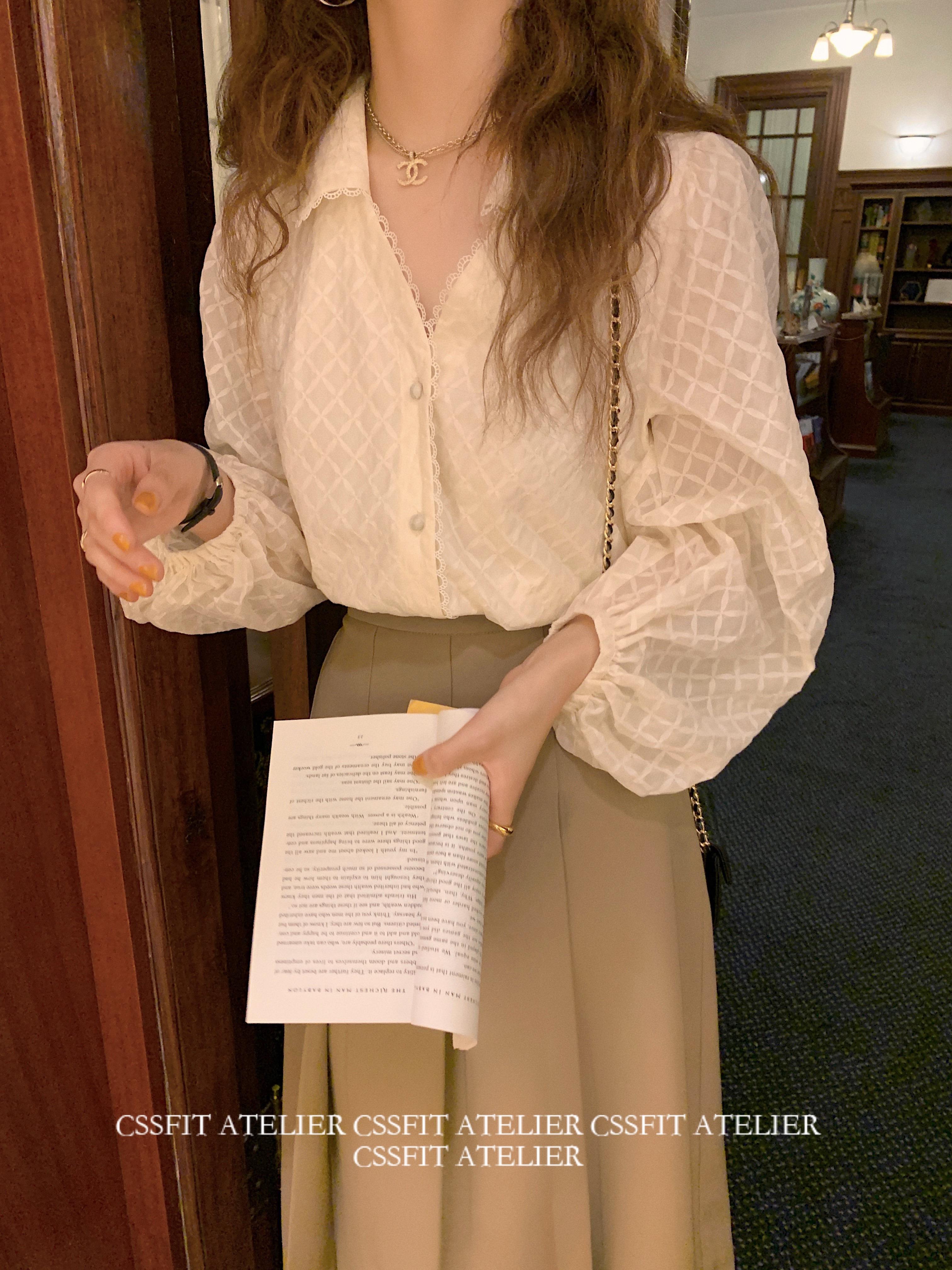 迟伞伞 法式天鹅颈 重工泡泡袖v领翻领蕾丝衬衫女设计感小众上衣