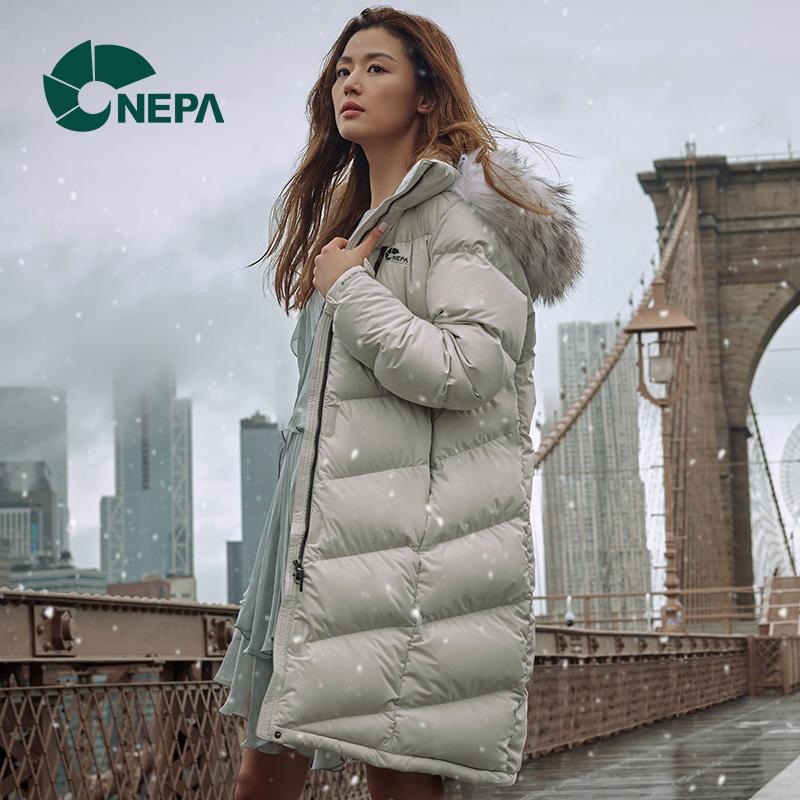 NEPA耐葩户外羽绒服明星同款女士貉子毛领保暖长款鹅绒服7E82012