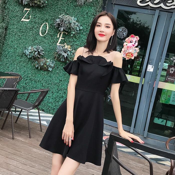 裸色背带一字肩连衣裙2019夏装新款荷叶边网纱拼接收腰A字小黑裙