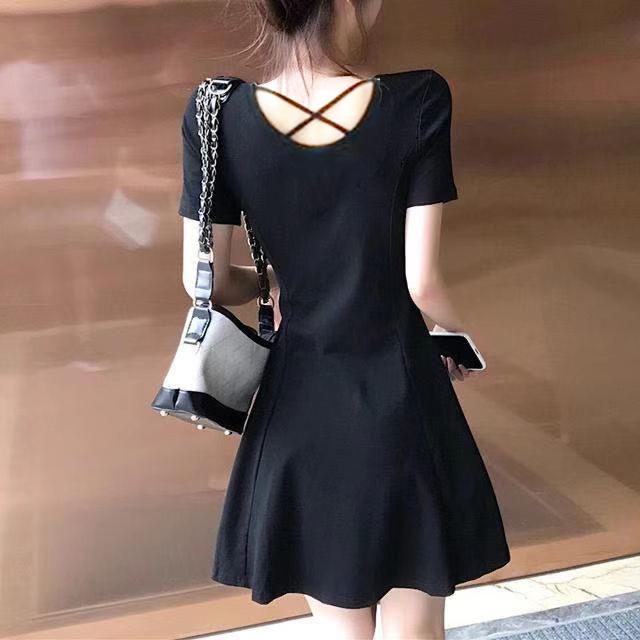 夏季新款纯棉露背短袖连衣裙女百搭收腰小黑裙夏小清新A字裙