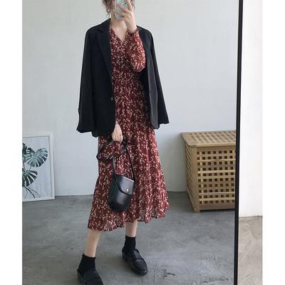 2020新款碎花连衣裙雪纺秋冬内搭法式收腰长袖复古V领褶皱红色裙