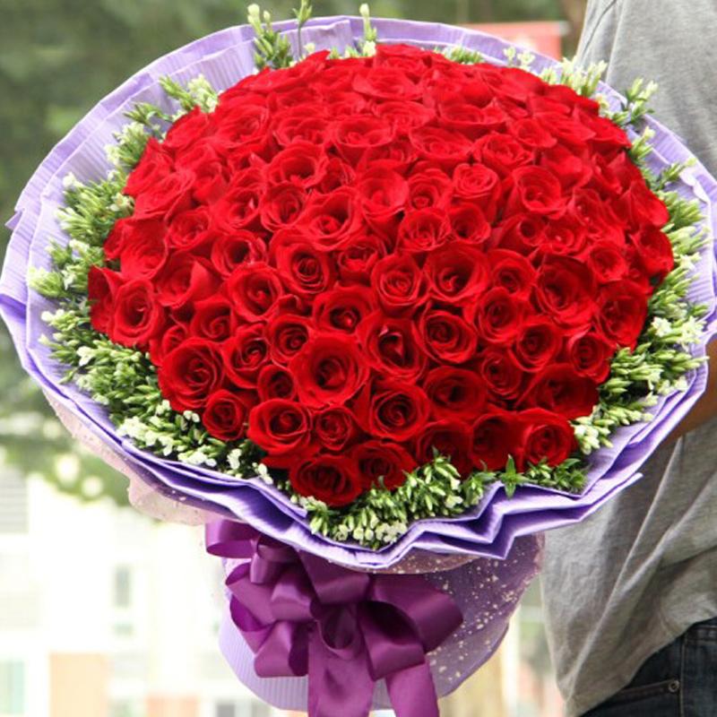 33バラの花束の花が急便で通化されました。東昌区輝南県柳河県梅河口市集安市から花が届きました。