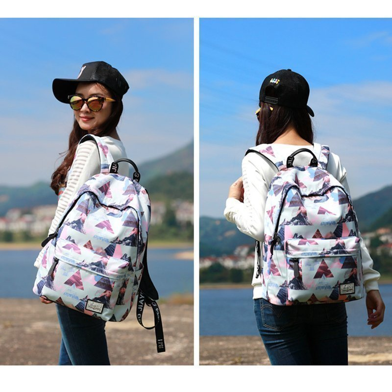 Schoolbag for middle school students