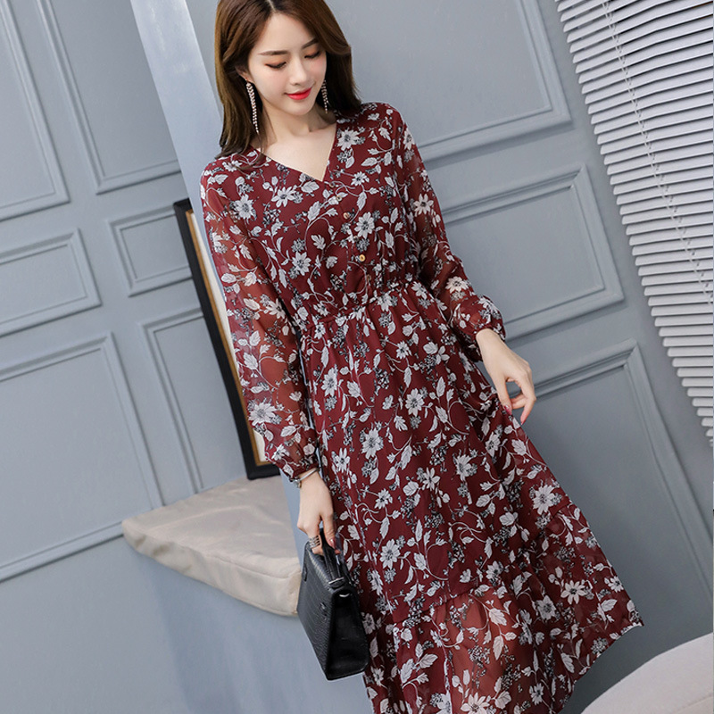 Fashion in spring and autumn of 2020: thin floral dress design: small number of light and ripe waist closing V-neck Chiffon Skirt