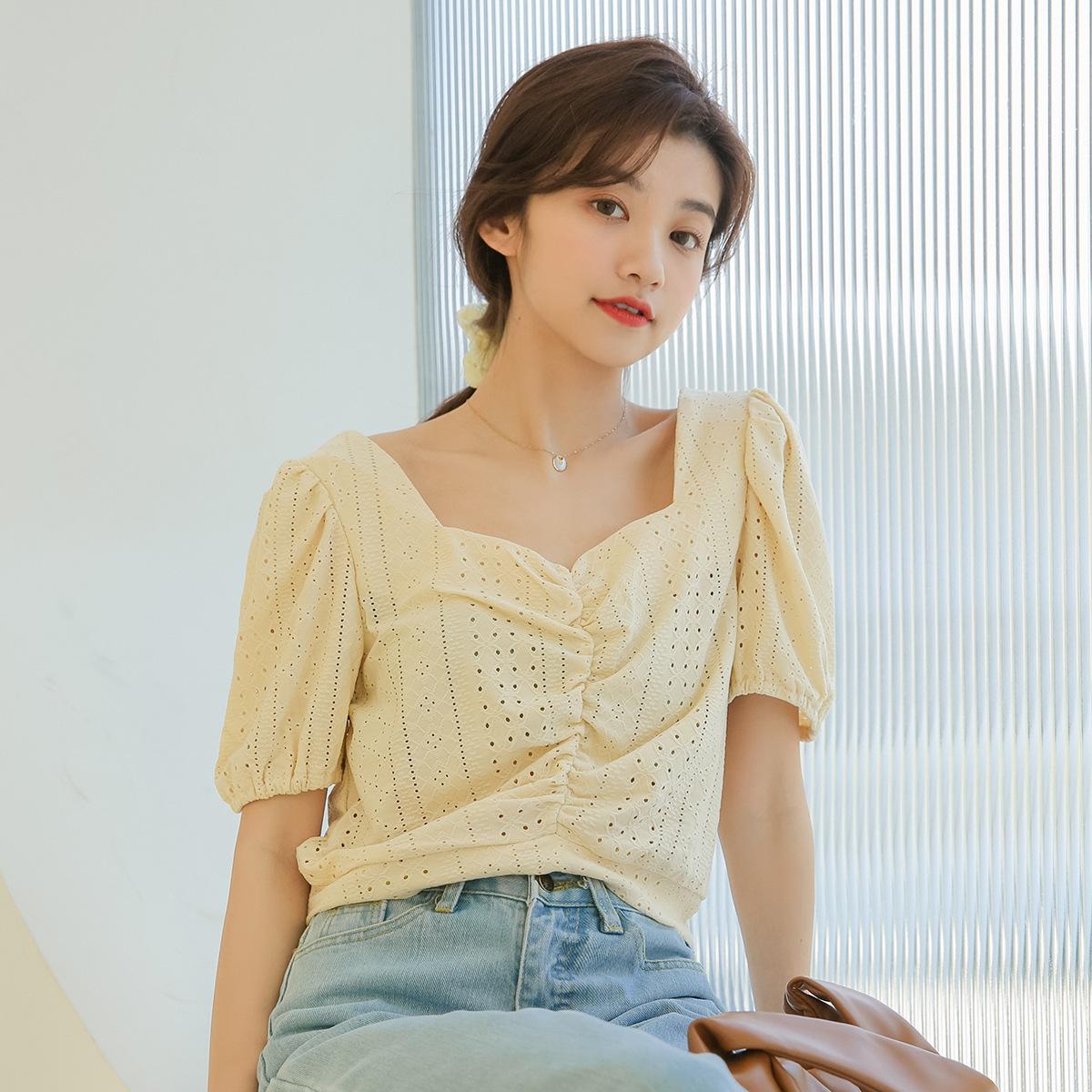 2020夏季新款韩版显瘦小众褶皱V领甜美勾花镂空蕾丝衫短袖上衣女