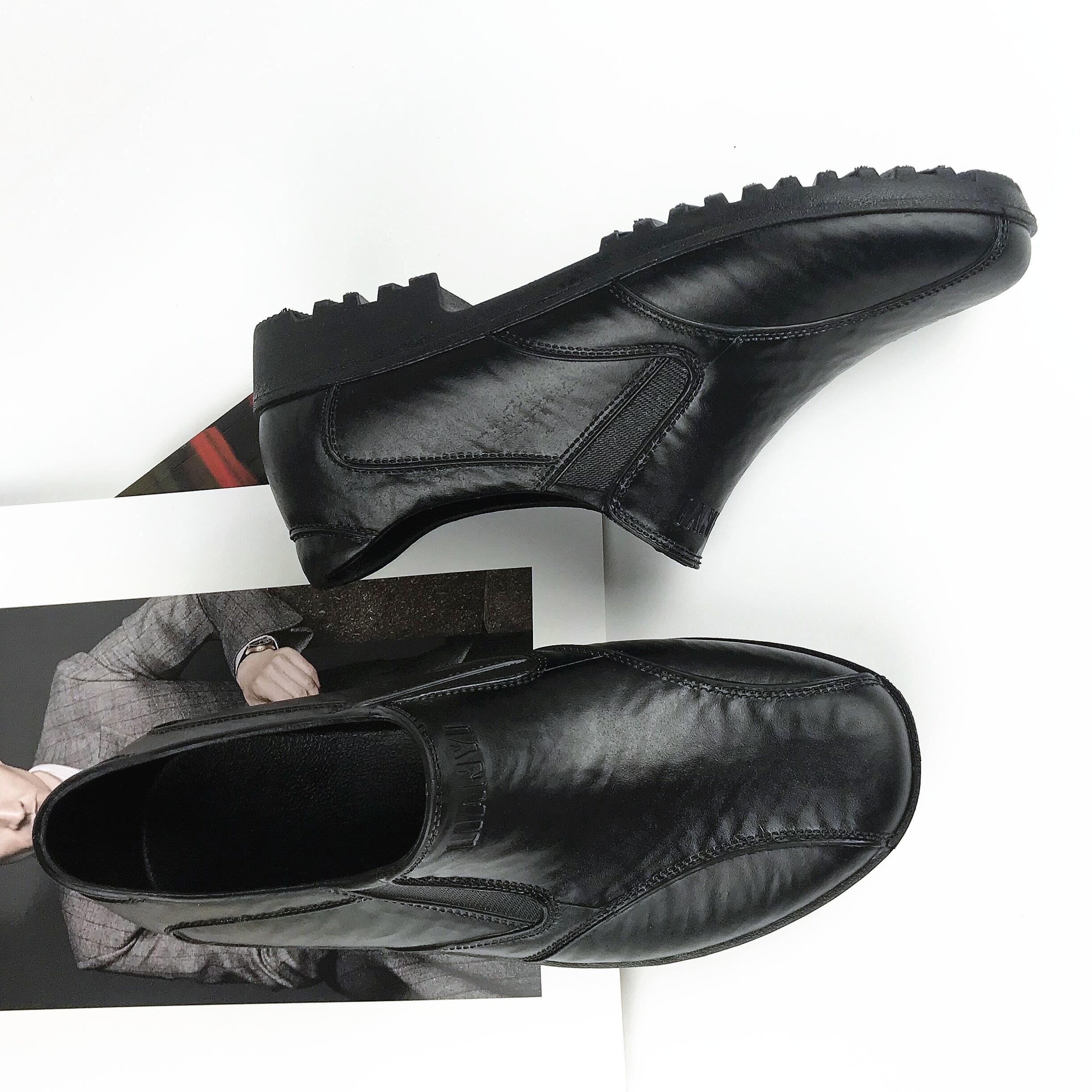 雨の靴の男性の夏季は低いです。カジュアル労働者のために、通気性と滑り止めの仕事をしています。