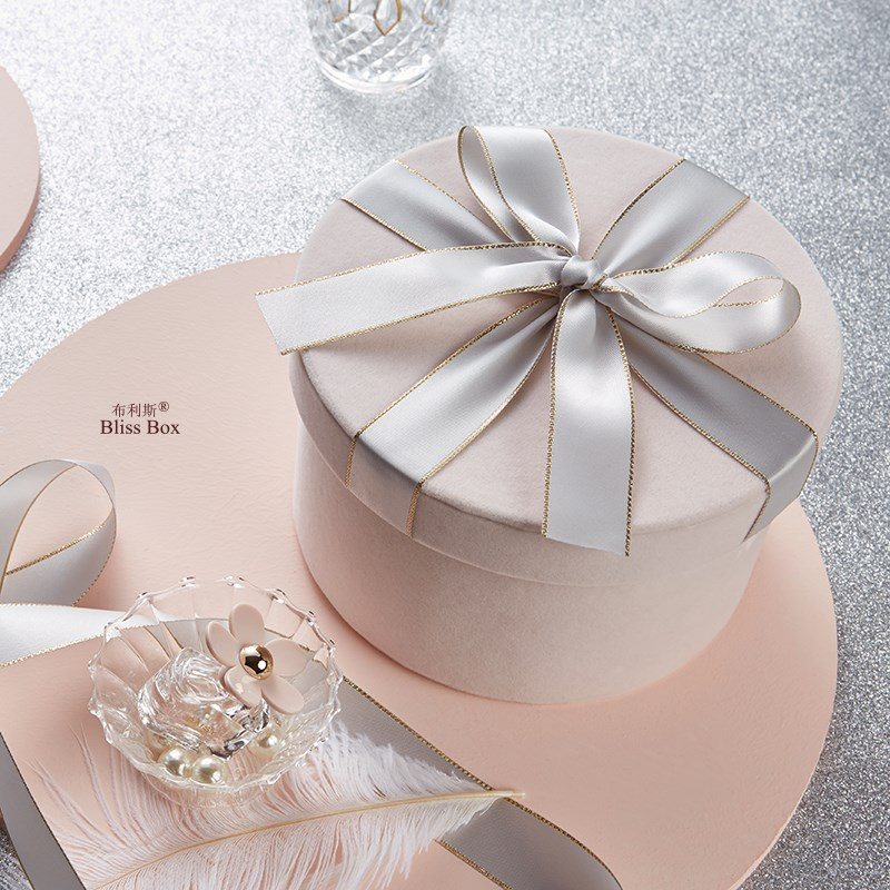 11.89元包邮礼物盒圆形桶粉绒布结婚喜糖盒婚礼伴娘伴手礼盒简约礼品盒子精美