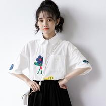 2020夏天新款日系学院风白色衬衫女短袖宽松韩版印花衬衣学生上衣