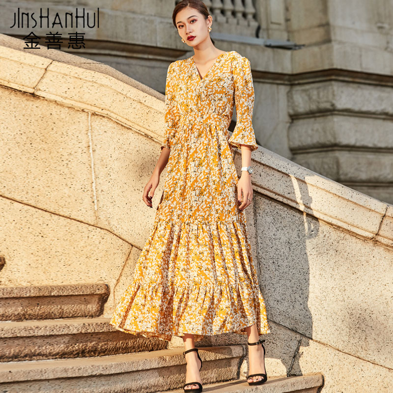 2020新款黄色连衣裙女长袖春秋季沙滩度假过膝碎花裙气质V领长裙