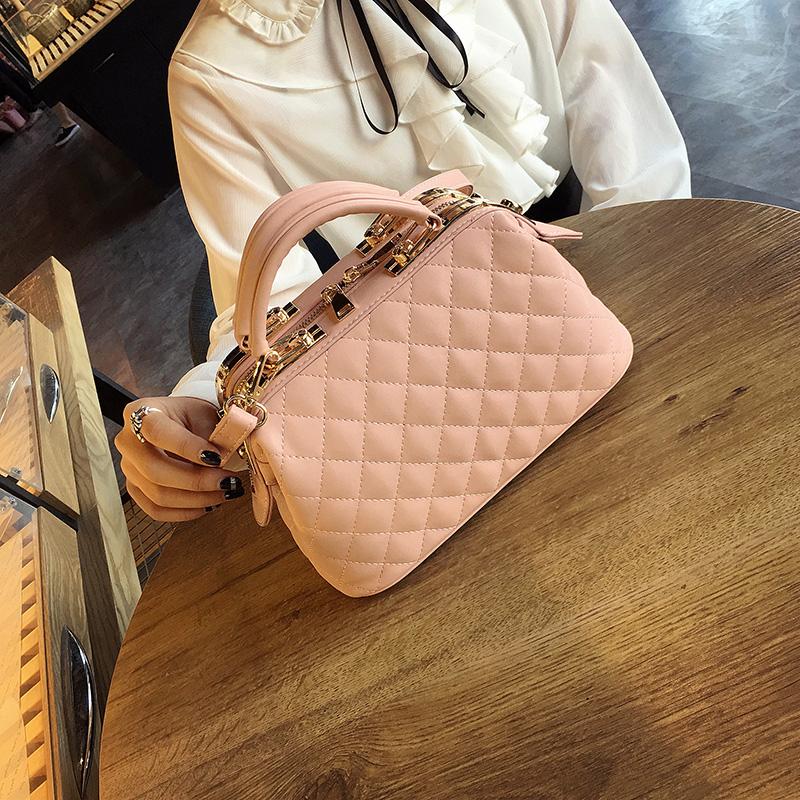 2021 minority design Korean version new leisure Lingge small square bag clip mouth Single Shoulder Messenger Handbag