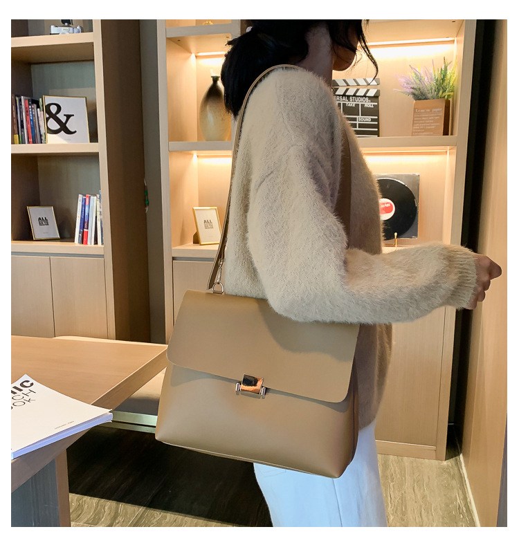 Simple and fashionable womens shoulder bag