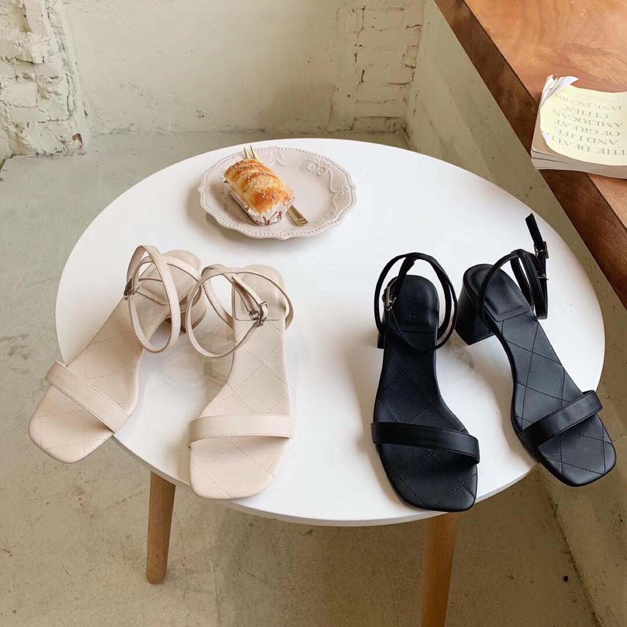 French summer sexy net red thick heel high heel sandals women 2020 new fairy baretoe girl square head Korean version