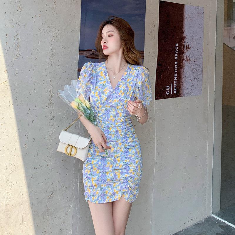 夏のスカートの雰囲気の通勤シフォンのワンピース。
