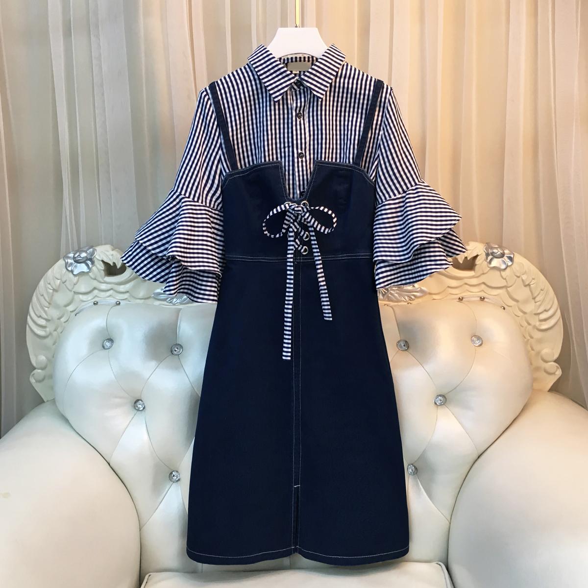 2018大码女装胖mm春装新款显瘦牛仔背带裙喇叭袖衬衫连衣裙两件套