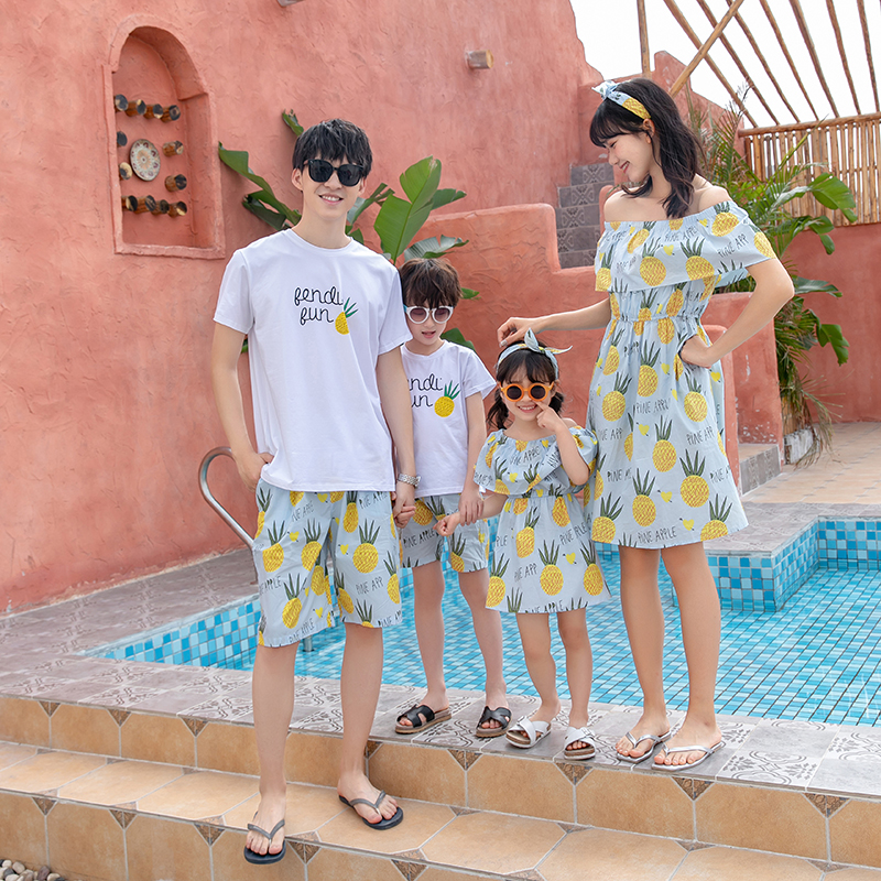 High end parents and childrens summer suit, childrens summer suit, beach holiday, a family of three, four pack, mother and son