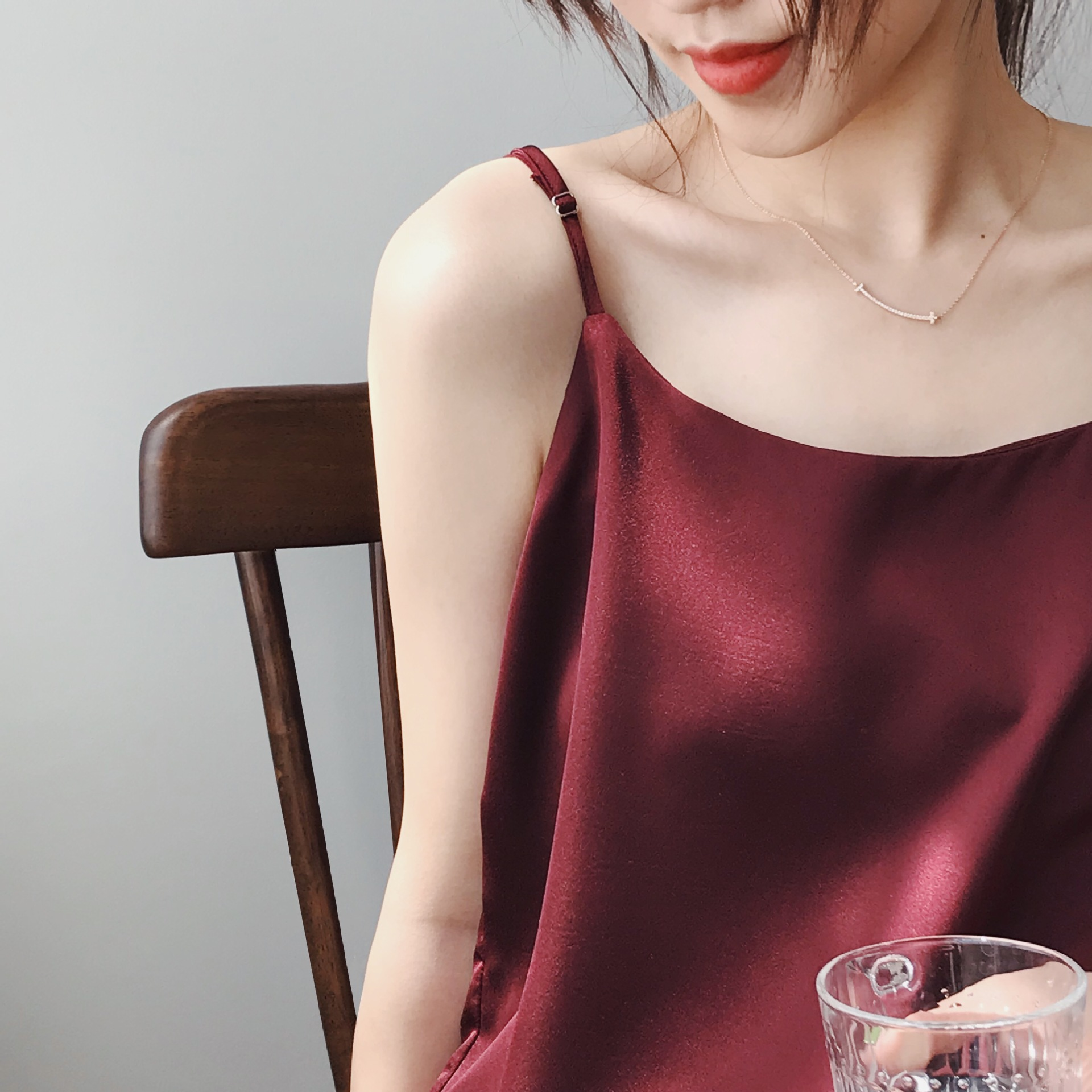 Suspender vest womens fashion spring / summer 2020 new style with or single wearing texture Satin thin shoulder strap