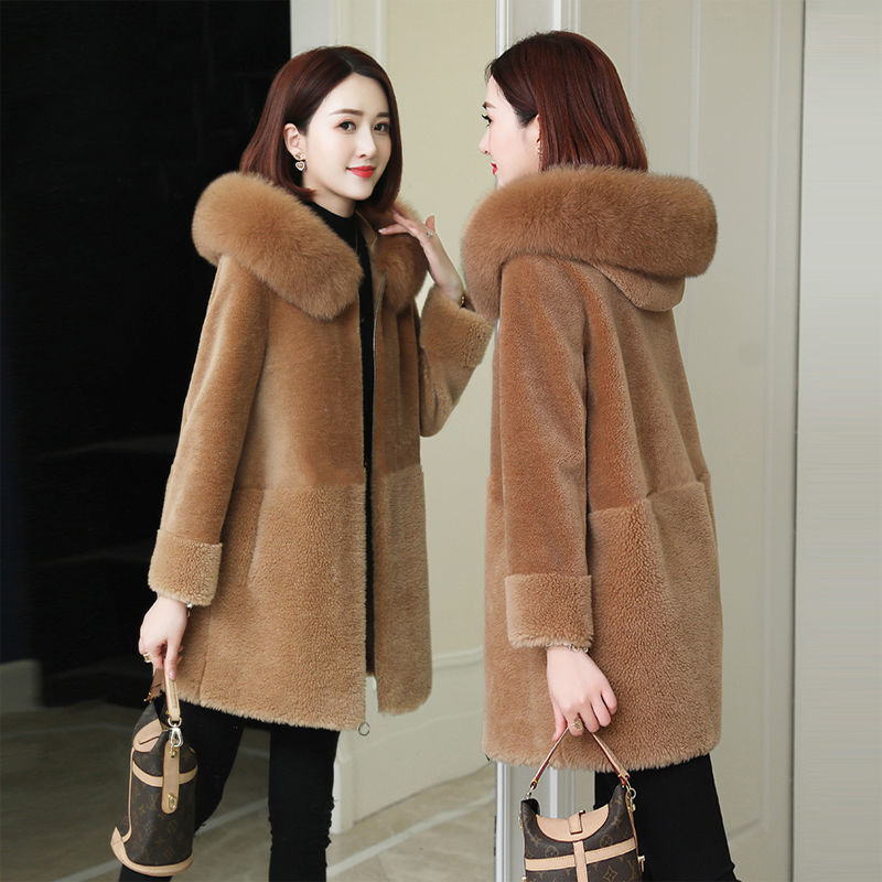 Coat womens middle and long style Korean loose wool cashmere sheep shearer coat thickened fur like lamb wool in autumn and winter