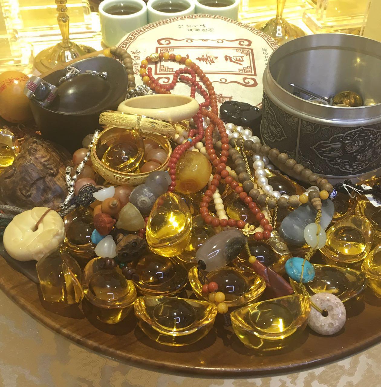 Таинственный юань может бог богатства рождество молиться благословение просить деньги франция может плюс держать счастливый слиток