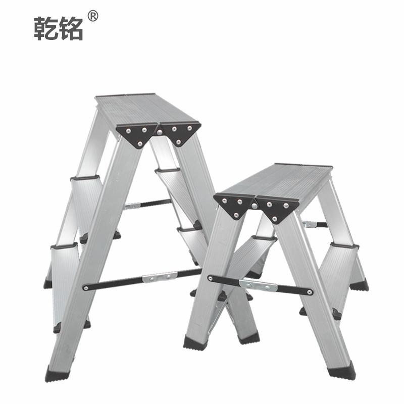 乾銘の家庭用折り畳み式の踏み台は厚いアルミニウム合金の2歩の両面の人の字の2歩の小さいはしごの椅子の馬の腰掛けをプラスします。