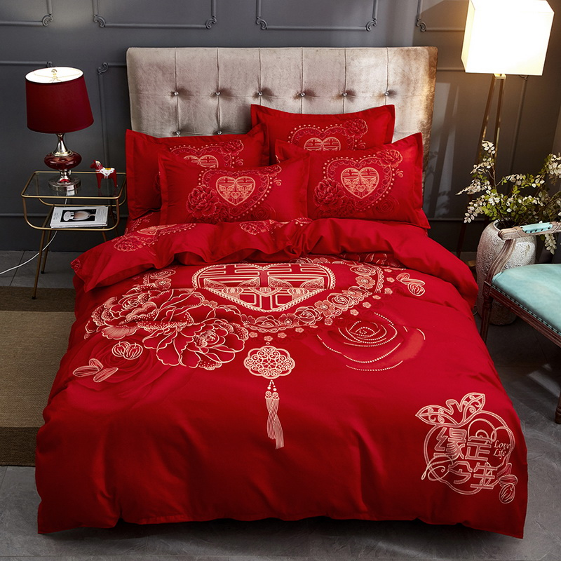 Wedding four piece set of cotton, Longfeng and Chengxiang Quilt Set Wedding red Bedding Set Wedding pure cotton bedding