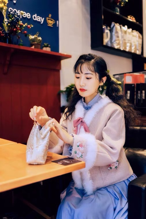 Poetry and paper original style of the Republic of China sweet girl with velvet Warm Embroidered rabbit hair loose wool short jacket