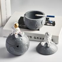 北欧ins风宇航员带盖烟灰缸防飞灰创意个姓潮流家用客厅装饰摆件