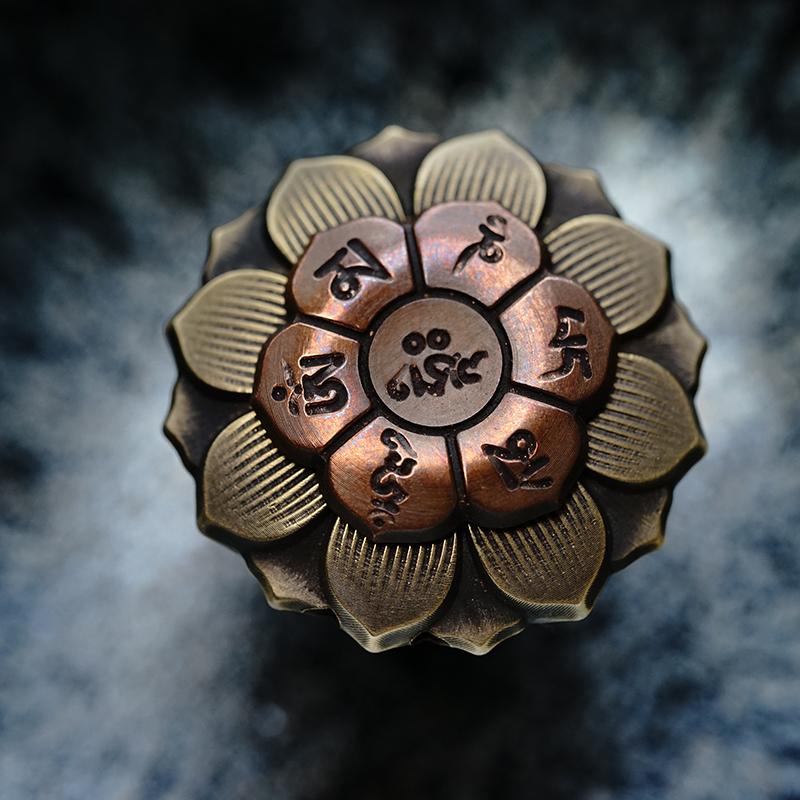 Triangle original Mini Buddha eye lotus wheel fingertip gyroscope Chinese traditional culture gift pendant package mail