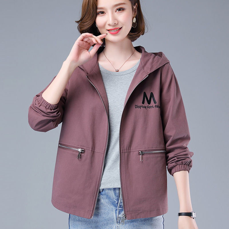 2020 new mother coat womens spring and autumn jacket Korean loose middle aged and elderly womens casual embroidery short windbreaker