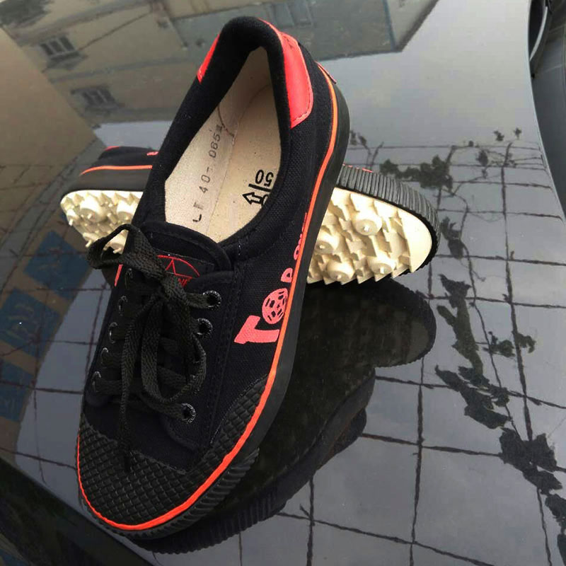 Canvas football shoes retro round toe spiked shoes non slip low top students shoes grass spike sports shoes blog