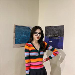 實拍 彩虹條紋毛衣V領修身薄打底衫針織上衣女長袖