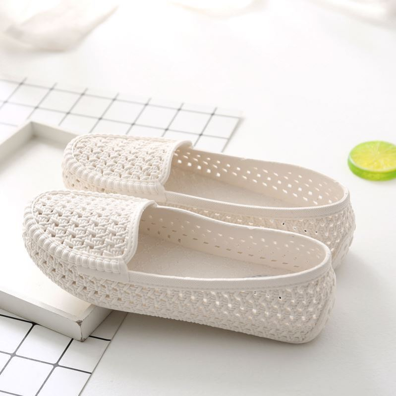 Summer white nurse sandals shallow plastic flat bottom anti slip soft soled work shoes for middle-aged and elderly women with air holes