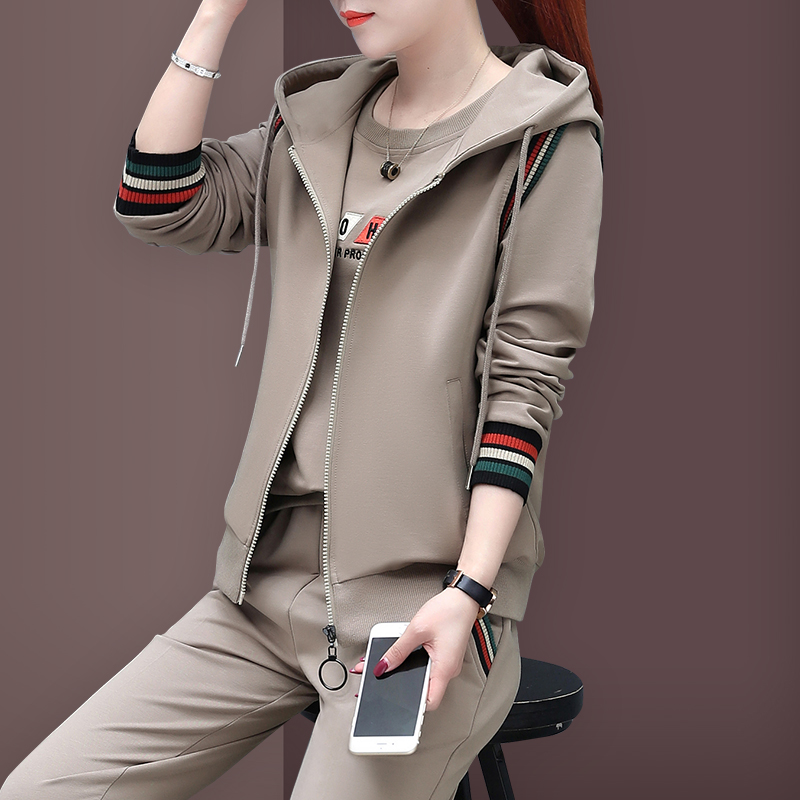 Mother's round neck long-sleeved sweater spring and autumn middle-aged and elderly sports suit female middle-aged autumn vest three-piece jacket