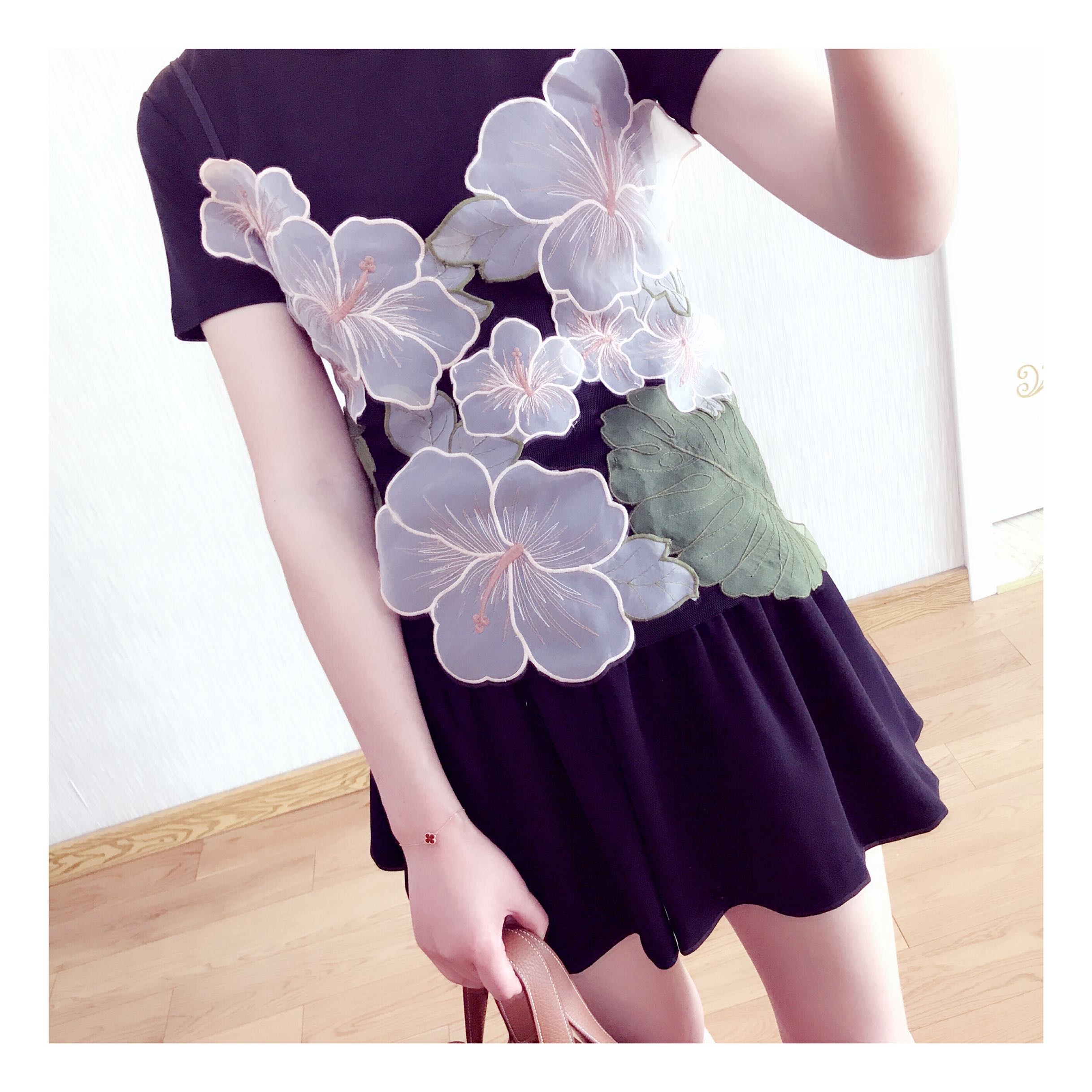 When to shoot three-dimensional flower hand sewn embroidery mesh suspender vest in another shop Italian p