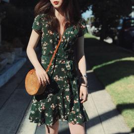墨绿色小碎花显瘦v领法式高腰复古一片式连衣裙女小清新夏智熏裙