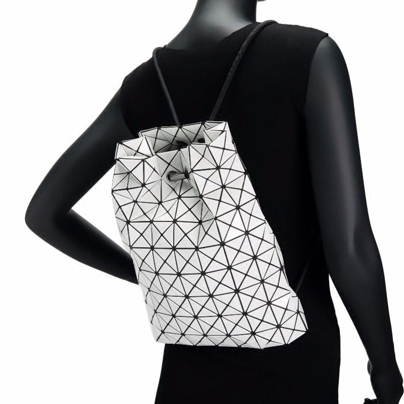 2018春夏新款潮女士几何菱格格子包抽绳双肩背包魔方折叠包束口袋