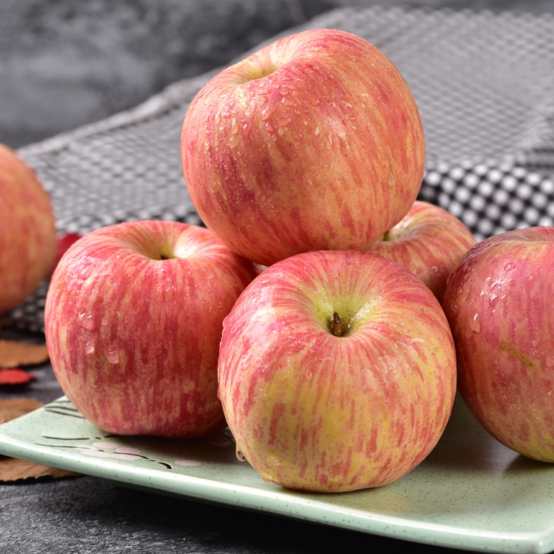 Yantai Red Fuji apple fruit fresh container 5 love 10 help farmers the whole container Shandong Qixia 10