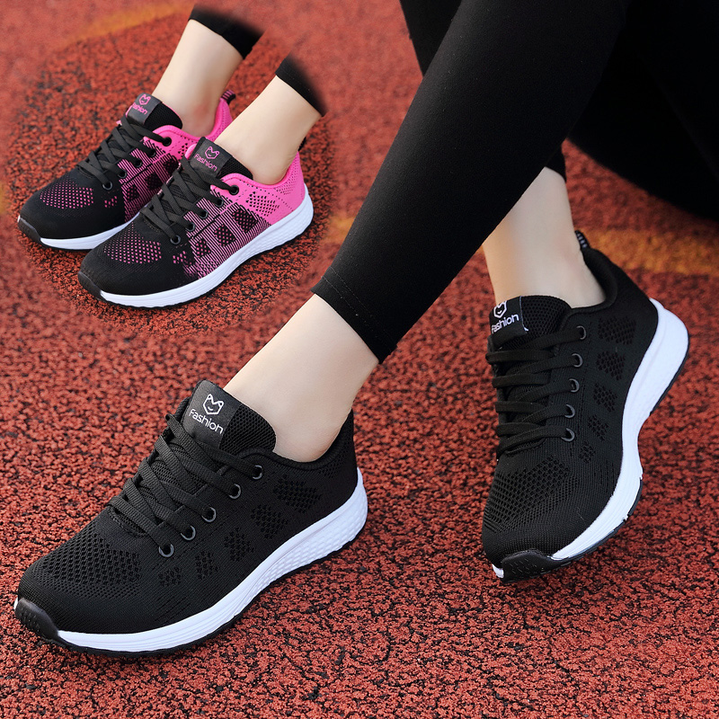 Old Beijing cloth shoes female spring work middle-aged and old people's antiskid tourism large black leisure mother soft sole sports shoes