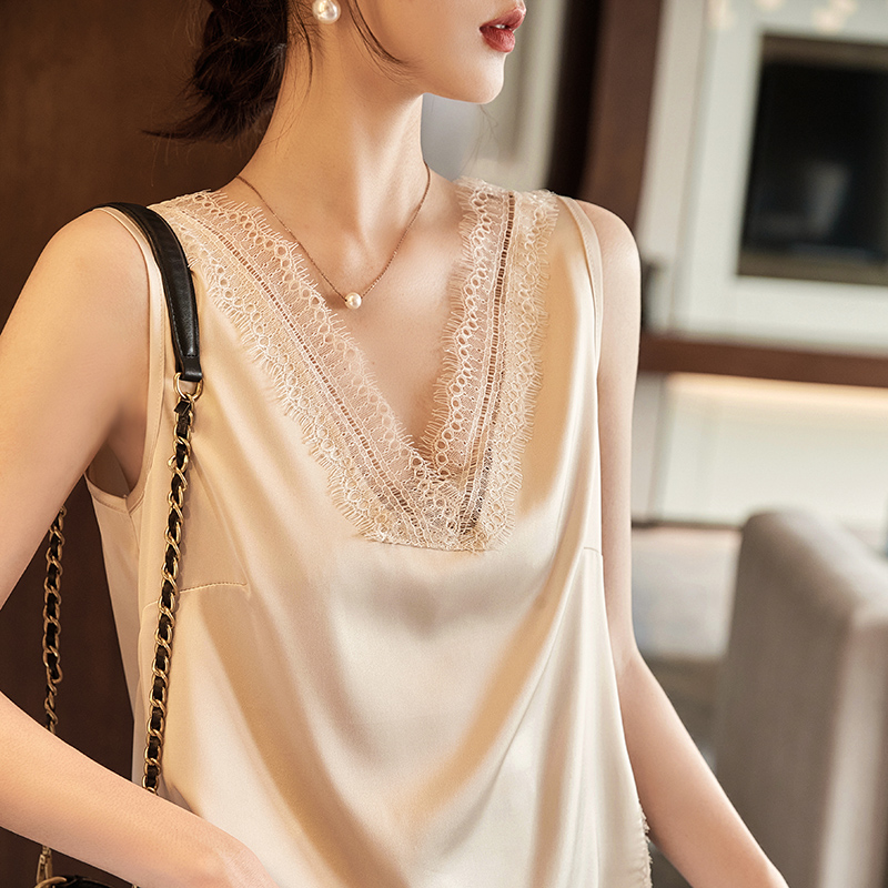 2021 new silk suspender vest with lace edge summer sleeveless V-neck Satin sexy top with backing