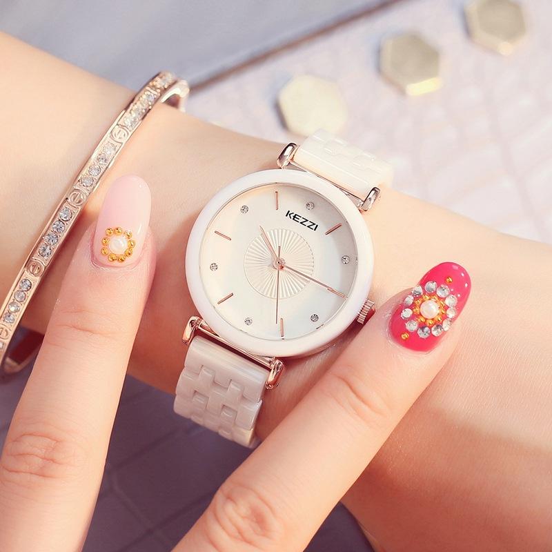 珂紫KEZIの規格品の韓国版の潮流の行の彫刻の円盤のきらきらと光る陶磁器の防水の石英の気質の女性の腕時計