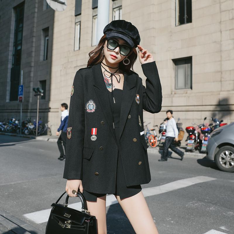 2018新款韩版时尚休闲黑色小西装外套中长款勋章刺绣网红小西服女