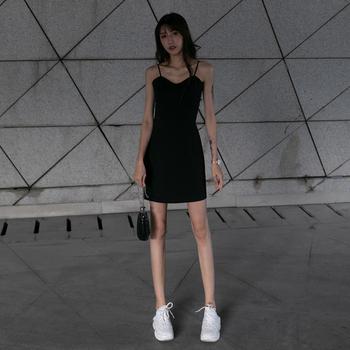 吊带连衣裙女夏季2020新款气质收腰礼服黑色内搭打底裙赫本小黑裙