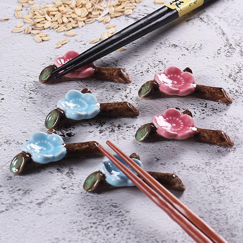 Japanese style creative chopsticks stand chopsticks holder chopsticks holder ceramic household shelf set table chopsticks pillow tableware lovely pen rest