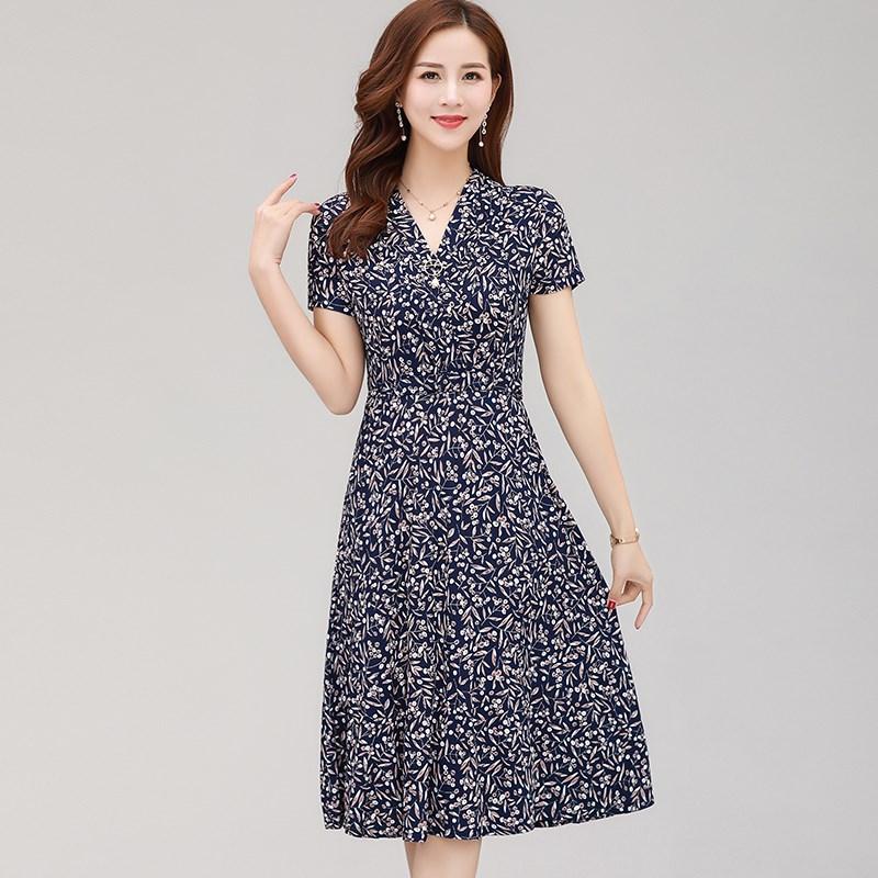 妈妈夏装短袖连衣裙高贵2019新款女士中年女装洋气修身碎花裙子45