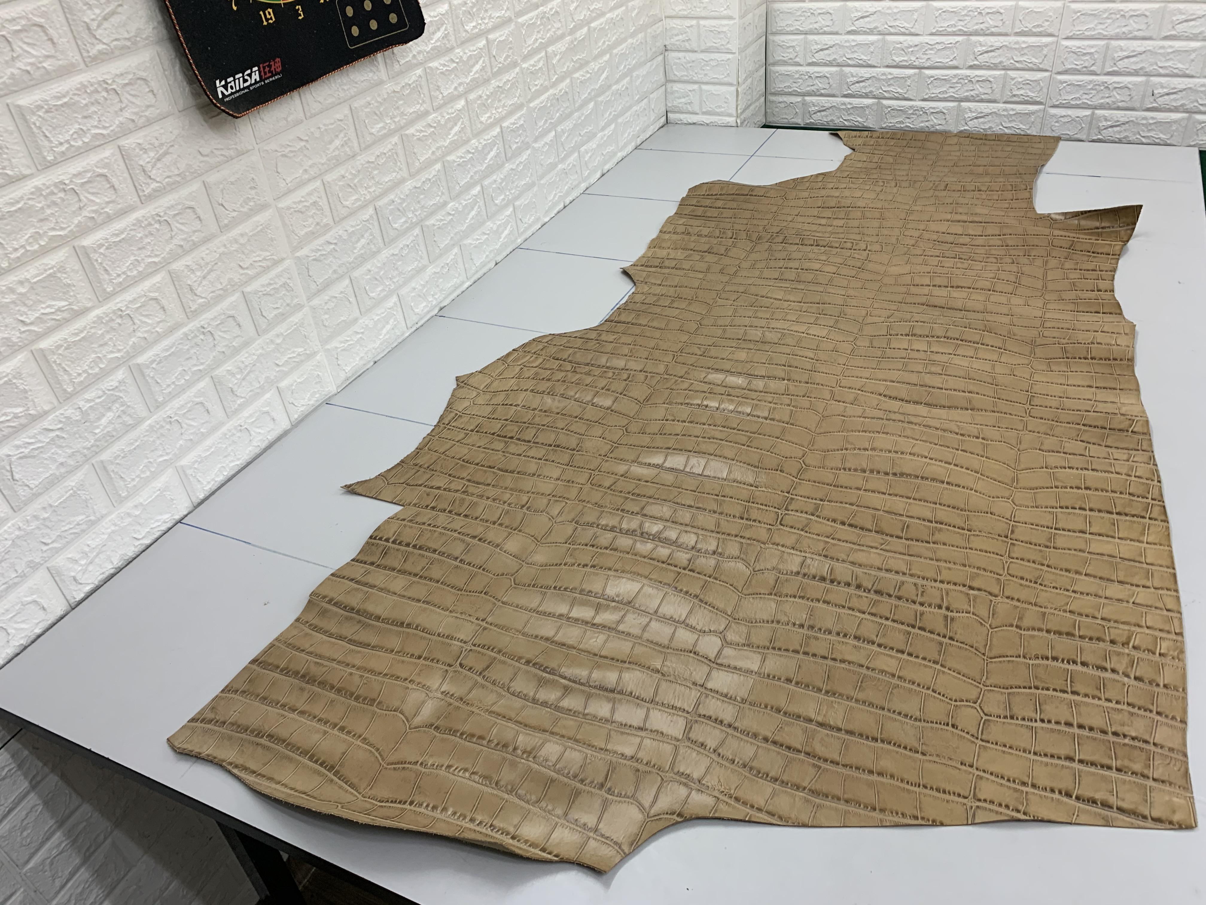 YH18 厚度1.0 进口头层浅棕色大竹节纹 硬度微挺 16平方英尺*7元