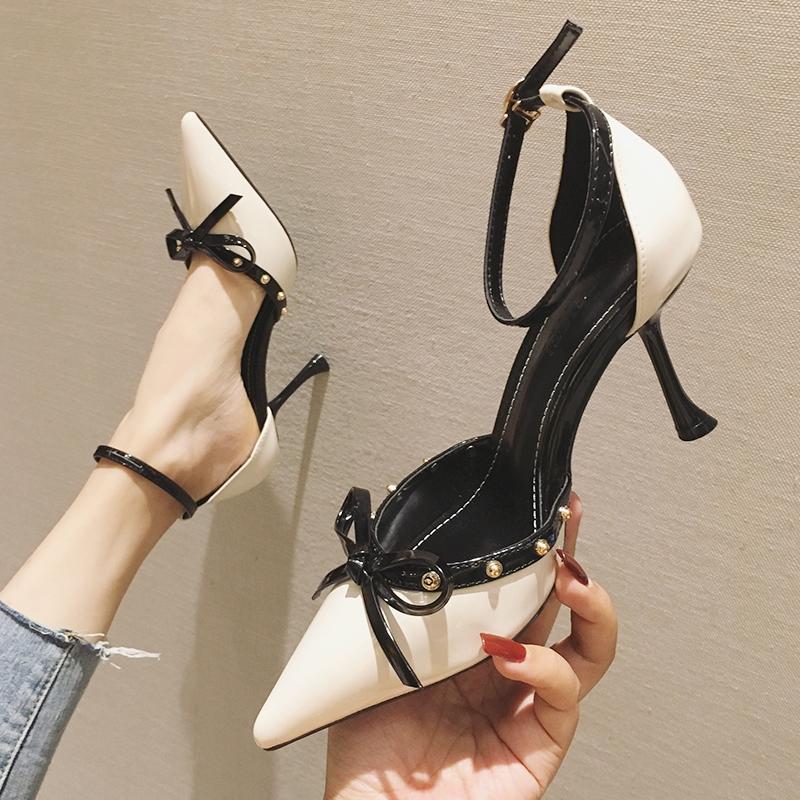 李溪芮同款一字扣高跟鞋女性感春夏2020新款细跟百搭中空铆钉单鞋