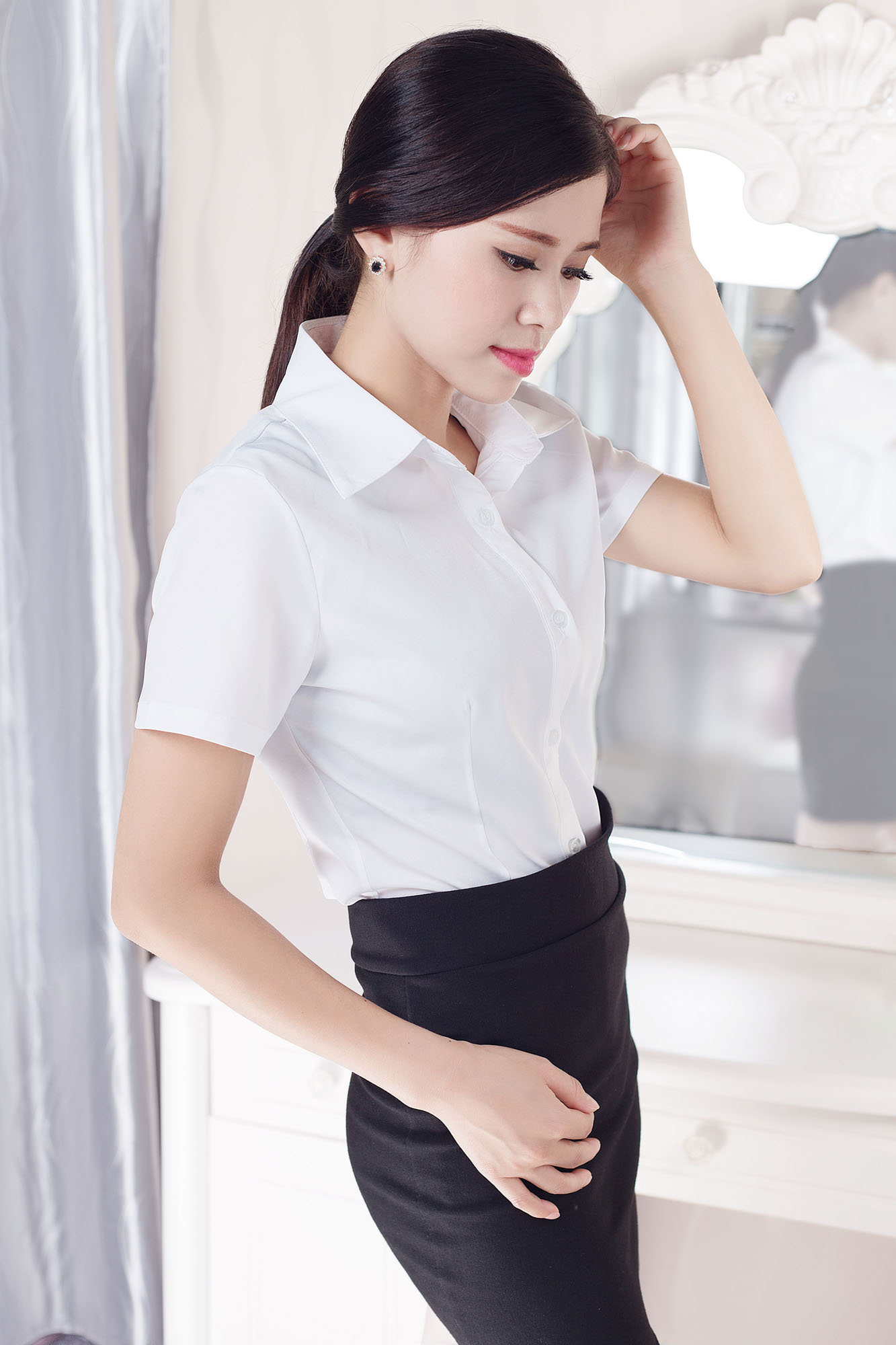 Korean new white women's short sleeve summer half sleeve work clothes formal work clothes large shirt professional women's package