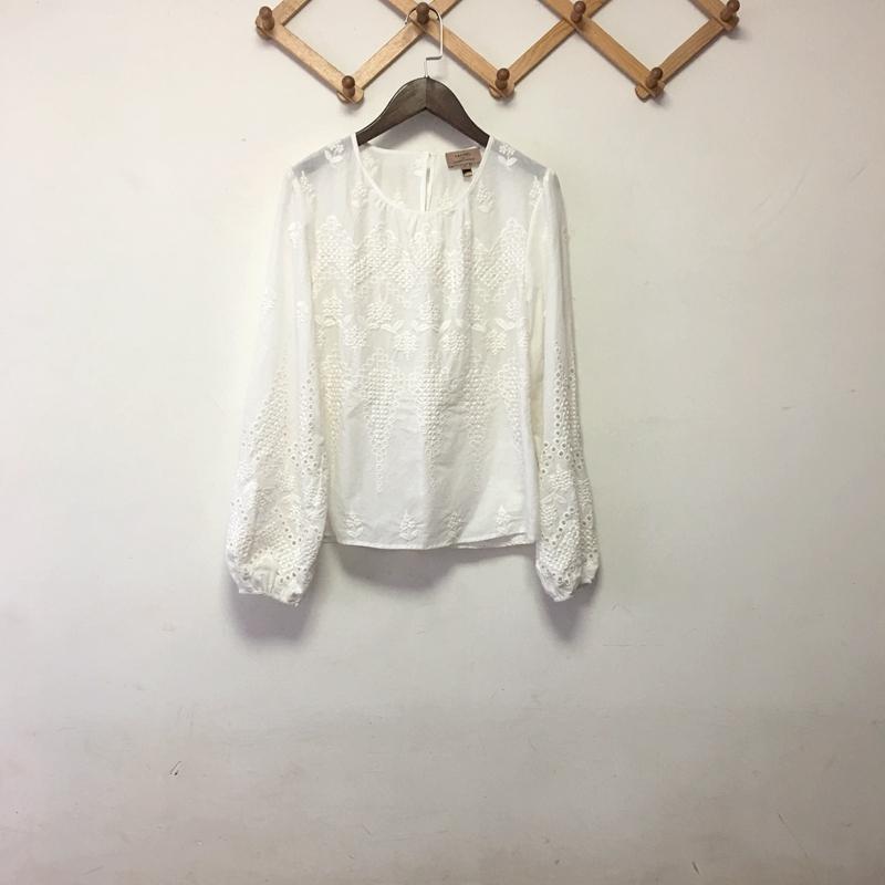 微瑕。澳洲纯棉立体绣花白衬衫。小清新范本