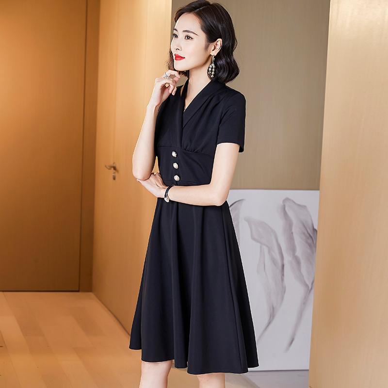 黑色连衣裙女夏装2021新款短袖V领法式高端洋气显瘦气质小黑裙p75