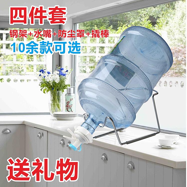Рабочий стол в бутылках вода полка рука сжатие питьевой устройство пресс нагреватель воды лить положить поглощать привлечь машинально чистый ведро стоять с водой рот