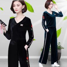 时尚套装女秋季新款2019金丝绒加大码女装刺绣减龄休闲遮肚两件套